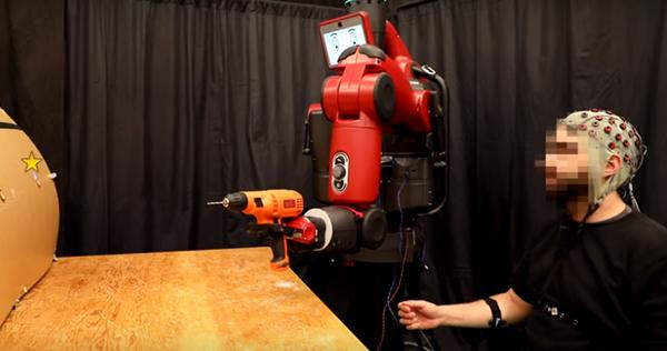 Робот що читає думки