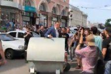 Андрія Руденка кинули у смітник