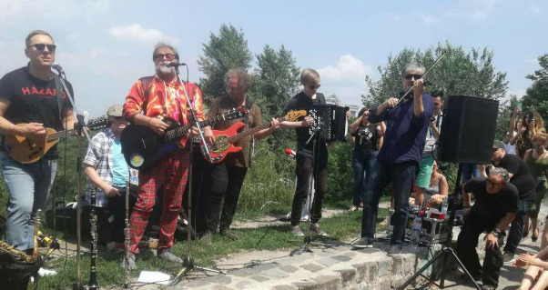 Безкоштовний концерт відомого російського музиканта намагалися зірвати у Києві: відео — Телеканал новин 24