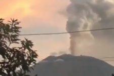 Виверження вулкана Агунг
