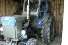 Переїхав матір на тракторі