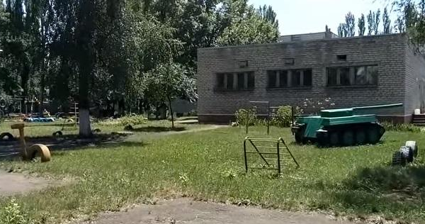 Танк у дитсадку Горлівки