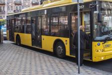 Естремал заліз на тролейбус