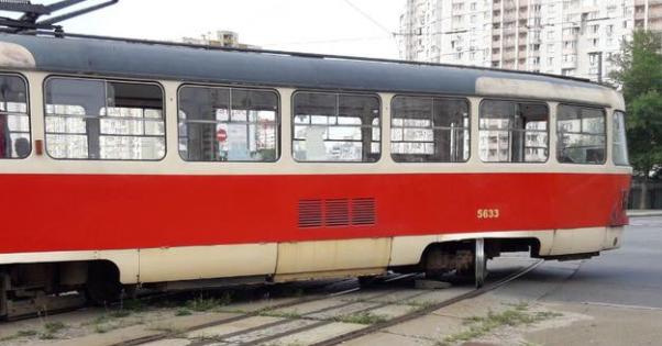 У Києві зійшов з рейок трамвай