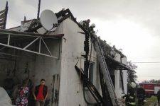 На Житомирщині блискавка підпалила будинок