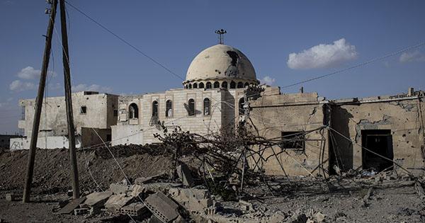 Российская и сирийская авиация нанесли удар по сельской местности на  западной границе провинции Идлиб. В результате авиаудара погибли не менее  13 мирных ... eb62614dfa6