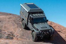 Jeep Wrangler перетворили в будинок на колесах із двома кухнями