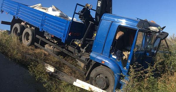 У Запорізькій області КамАЗ зіткнувся з маршруткою