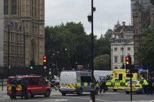 В огорожу парламенту Британії влетів авто - є постраждалі