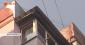 Чоловік заліз на дах
