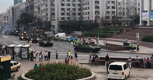 ДТП та зіпсований асфальт – репетиція військового параду у Києві 2018 (фото, відео)