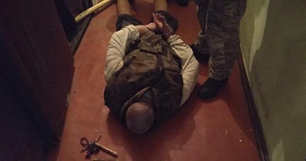 У Києві чоловік взяв у заручники чотирьох дітей і погрожував зброєю