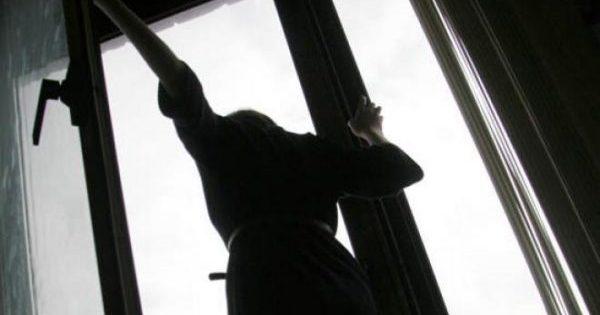 Ավանի Նարեկացի թաղամասում շենքի 10-րդ հարկից իրեն ցած նետած  աղջիկը տեղում մահացել է