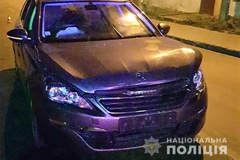 Peugeot в'їхала в патрульне авто