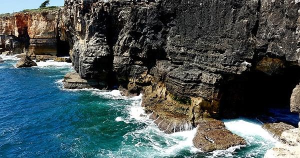 При обвале скалы на береге вГреции пострадали туристы