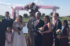 Весілля за 125 тис. ретвітів. Шериф Дуже дивних справ програв спір шанувальниці