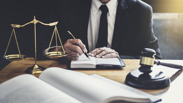 День юриста – привітання у листівках