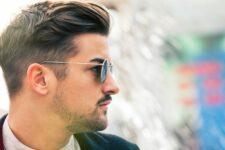 Чоловік в окулярах