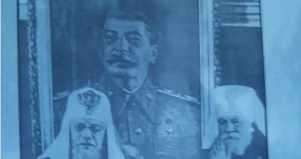 Храм УПЦ МП обклеїли плакатами зі Сталіним