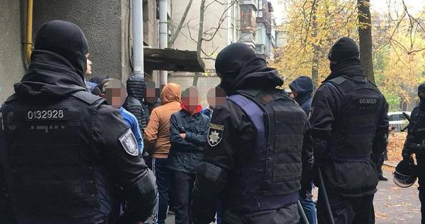 У Києві затримали півсотні тітушок