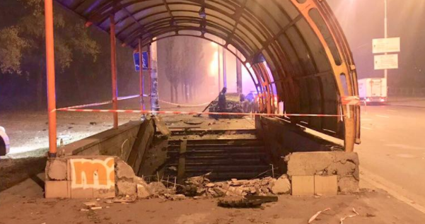 У Києві Renault перелетіла через підземний перехід
