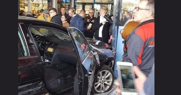 УРумунії автомобіль влетів улюдей уторговому центрі: є постраждалі