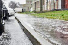 Сніг із дощем та перепади температури: як не впасти під час ожеледиці