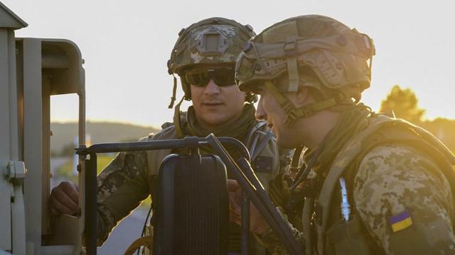 Вітання з Днем Збройних сил України в СМС і картинках