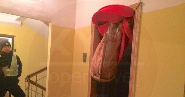 Затиснув і потягнув вгору. У Києві ліфт ледь не вбив немовля у колясці