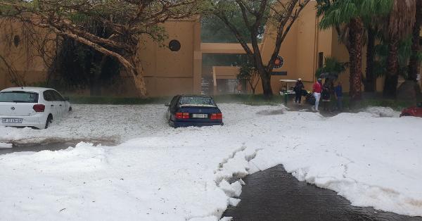 Сніг, град і злива: на курорт Африки обрушився шторм
