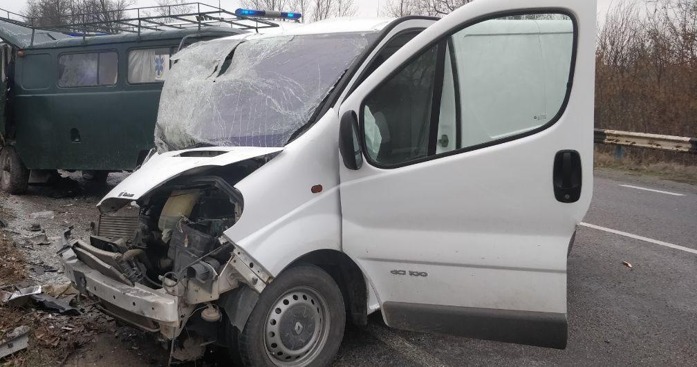 5 загиблих. У Херсонській області мікроавтобус зіткнувся з УАЗом