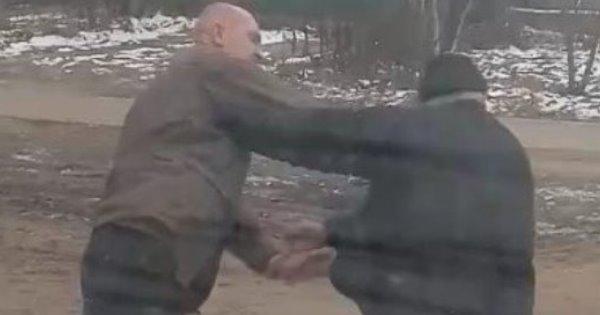 У Миколаєві маршрутник побив пенсіонера через зауваження