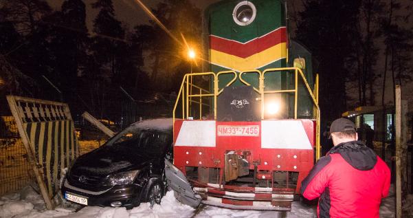 У Києві поїзд протаранив Honda