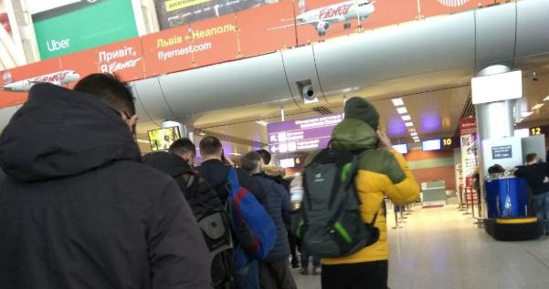 НП в аеропорту Львова – літак викотився за межі посадкової смуги