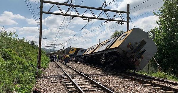 У ПАР зіткнулися два пасажирські потяги: постраждали 300 людей