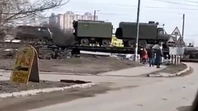 На границе с Украиной заметили эшелон военной техники РФ