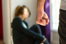Домашнього насильства в Україні стало більше: хто частіше звертається за допомогою