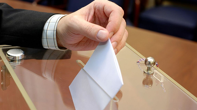 На Прикарпатті представники одного з кандидатів займалися скупкою голосів