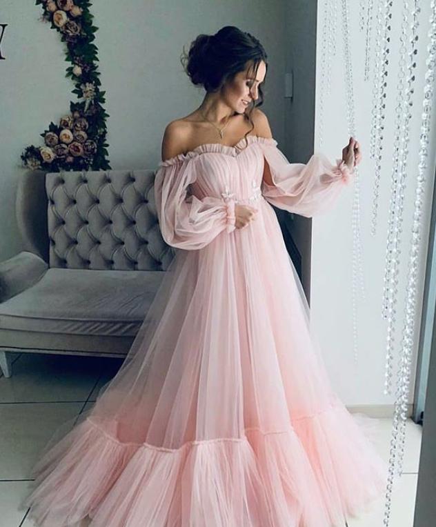 5b91a94e2b2 Previous  Next. Рюши или пайетки  Как выбрать платье на выпускной 2019 ...