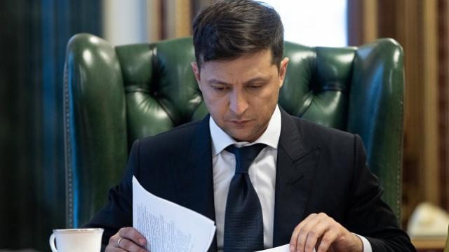 Зеленский подписал закон, обязывающий банки показывать реальные ставки по кредитам