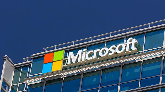"""Завдяки """"хмарам"""" та іграм: Microsoft встановила рекорд з виручки та прибутку"""
