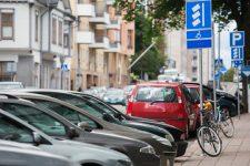 В Украине запретили обустраивать парковки на тротуарах