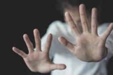 В Одесі п'яна мати жорстоко побила дитину на очах у перехожих