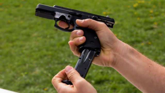 Новий закон про зброю. Чи дозволять українцям ходити з пістолетами