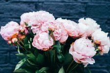 Квіти на день вчителя 2019 – ідеї букетів та ціни