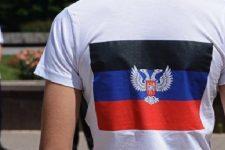 """У Німеччині українці примусили чоловіка зняти футболку з символікою """"ДНР"""""""