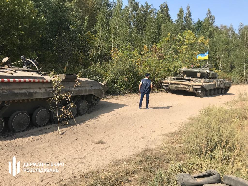 на Чернігівщині броньовик задавив військового