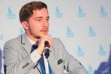 Варіант диверсії відкидати не треба: політолог про версії пожеж у Луганській області