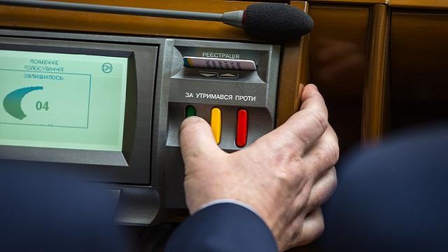В Україні вперше пред'явили звинувачення у кнопкодавстві народному депутату