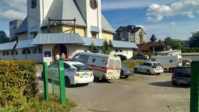 У львівській церкві дівчинка намагалася порізати собі вени